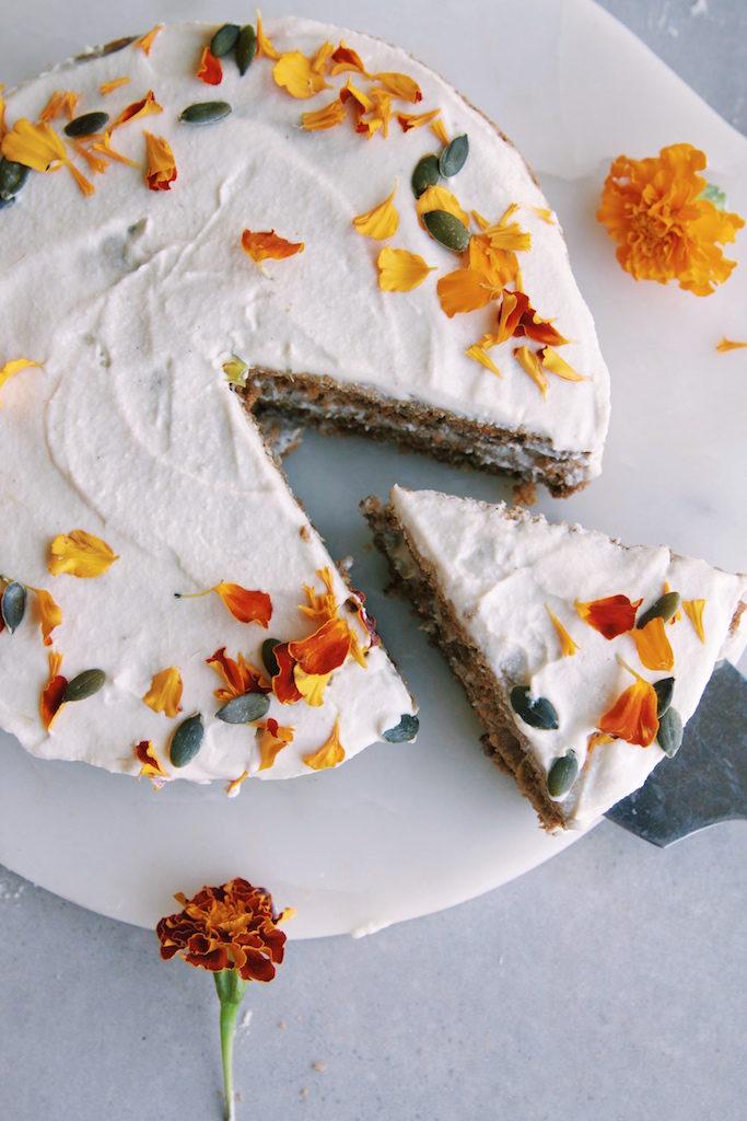 Healthy Carrot Cake + Frosting recipe {Vegan, Gluten free, Oil free, Refined sugar free}